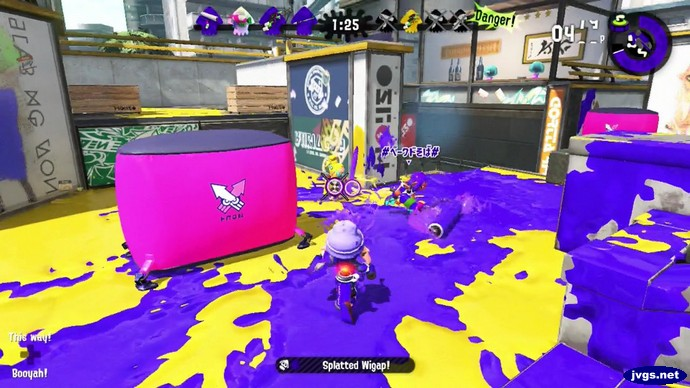 Using the splat dualies in Splatoon 2 for Nintendo Switch.