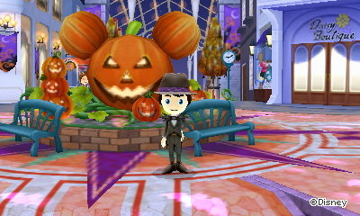 Halloween decorations on Castle Street in Disney Magical World 2 for Nintendo 3DS.